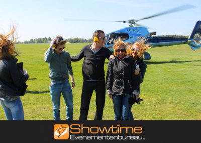 Bedrijfsuitje Helikopter dropping it's SHOWTIME Evenementenbureau